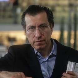 Víctor Manuel Mendiola