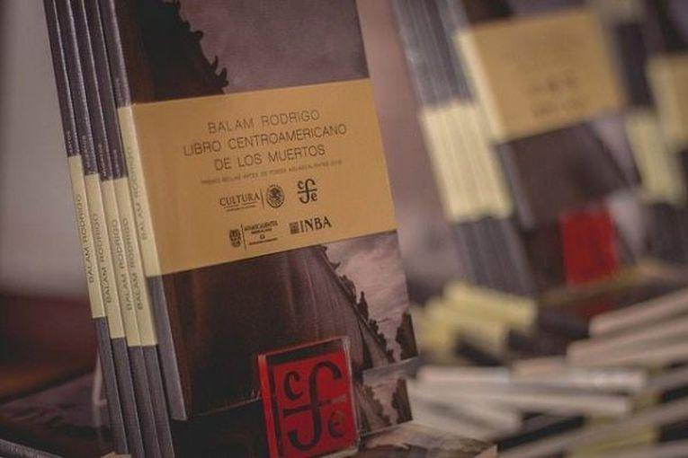 """""""Libro centroamericano de los muertos"""", de Balam Rodrigo"""