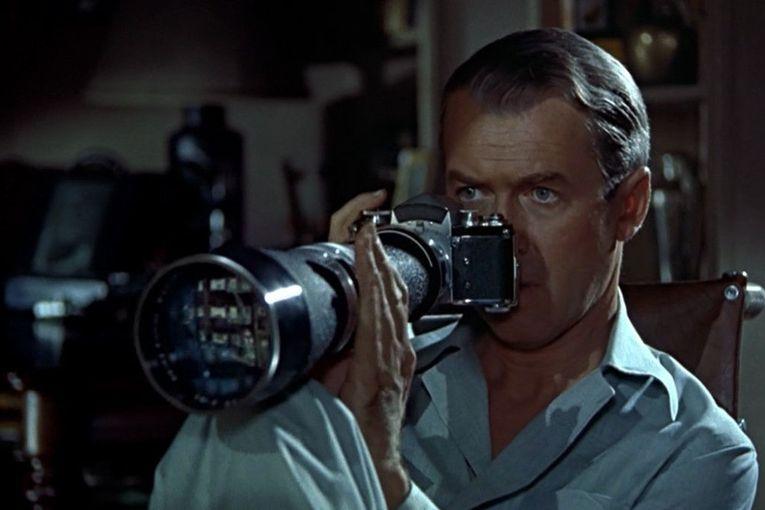 "James Stewart en ""La ventana indiscreta"" (1954), de Alfred Hitchcock"