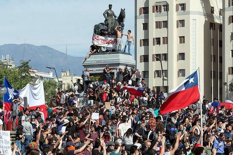Literatura y estallido social en Chile, por Benedicto González Vargas