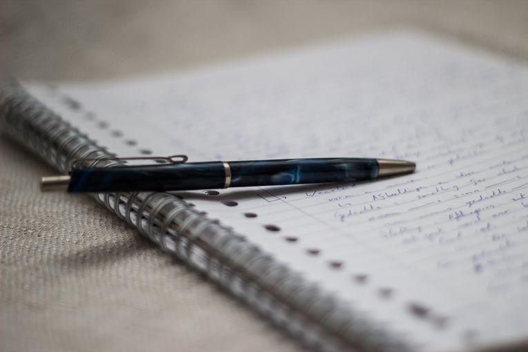 ¿El hábito te convierte en poeta o te hace monje?, por Rolando Gabrielli