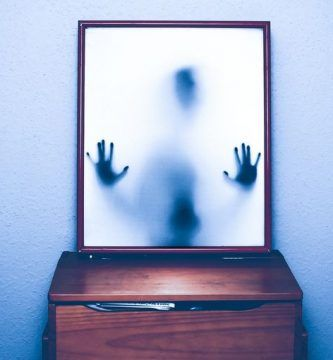 Autorretrato de un fantasma, por Rolando Gabrielli
